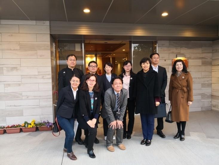 代表团参观日医学馆养老设施用贺日托中心