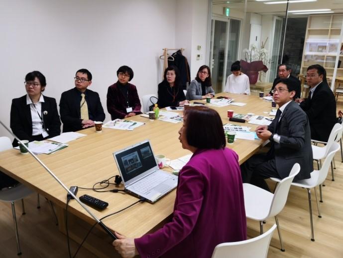 笹川记念保健协力财团会长木下女士在介绍由财团独自建立的养老人才创业计划