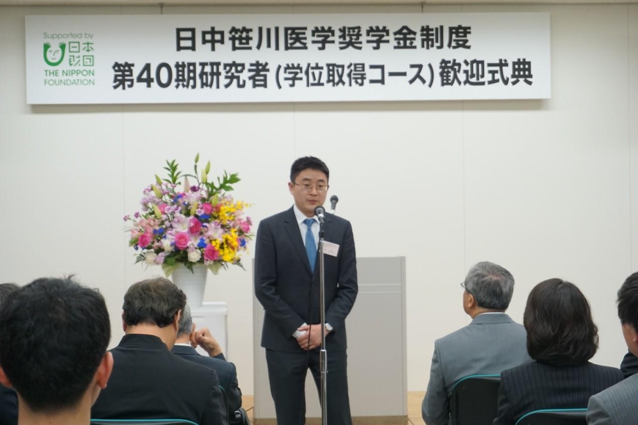 研究生代表孙长博在会上发表感言